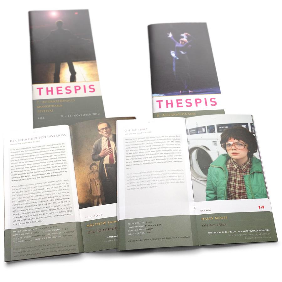 THESPIS Festival-Programmhefte von 2010 und 2012. DINlang-Broschüre.